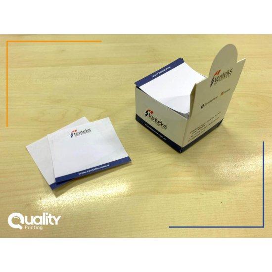 وراقات مكتبية مع ورق ملاحظات